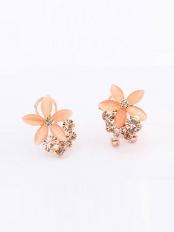 Occidente Boutique Five Petal Ear Clip